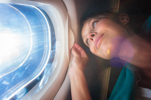 長時間のフライト中を快適に過ごすために知っておきたいポイントとアイテム