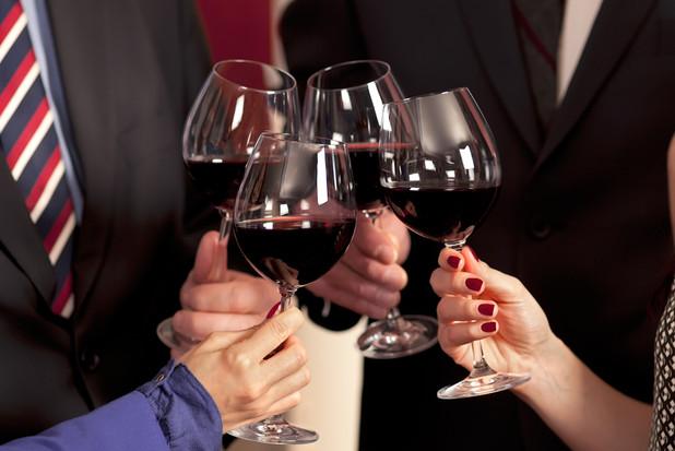 海外出張中に気をつけたいお酒事情と世界の「乾杯」