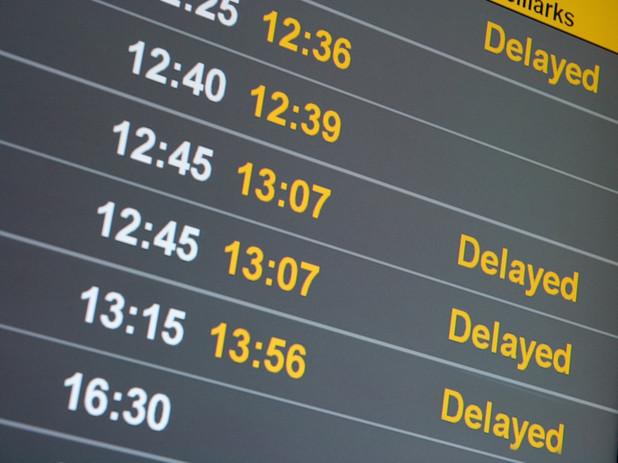 どうする?出張中に飛行機が遅れた時の対処方法