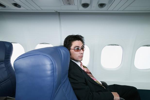 あなたは大丈夫?長時間のフライト中、体に負担をかける行為6選