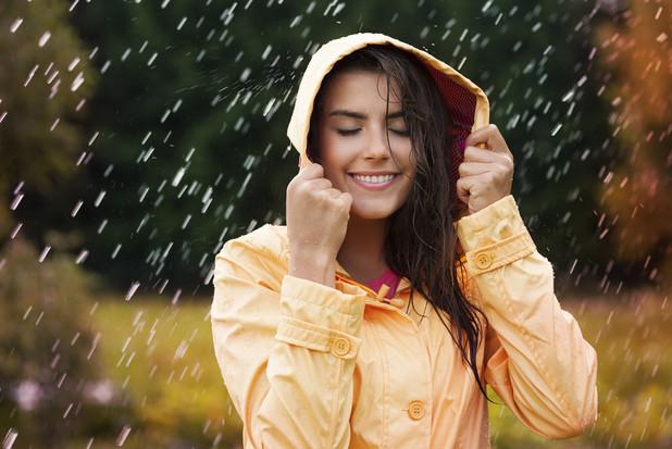 憂鬱な雨の日の出張 快適&元気いっぱいに乗り切る7つのヒント